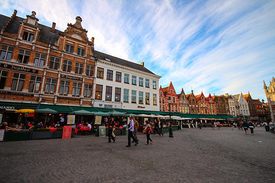 Grote Markt Meydanı - Restaurantlar